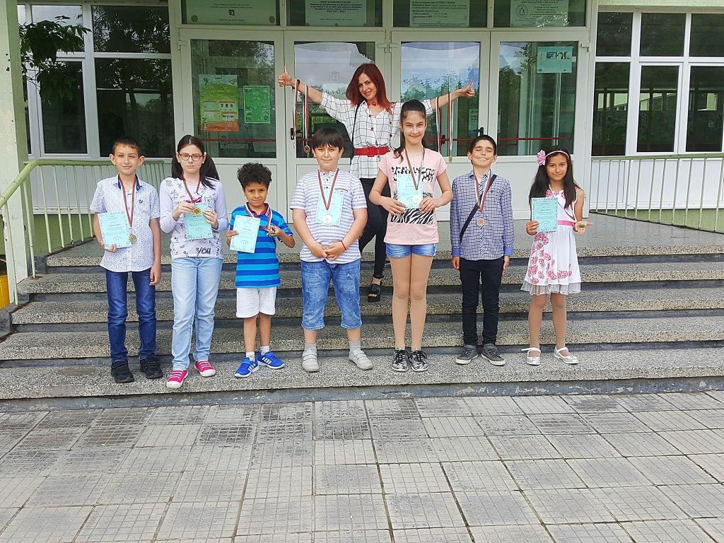 """14 медала от 3-тия кръг на """"Аз зная английски език """" - голяма снимка"""